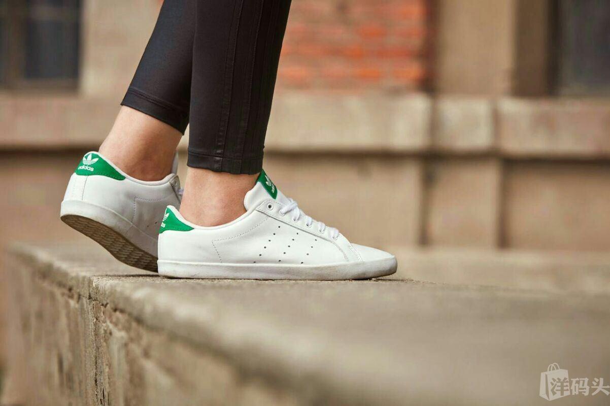 Adidas三叶草史密斯小白鞋绿萎生款Adida女生视频体罚胸的图片