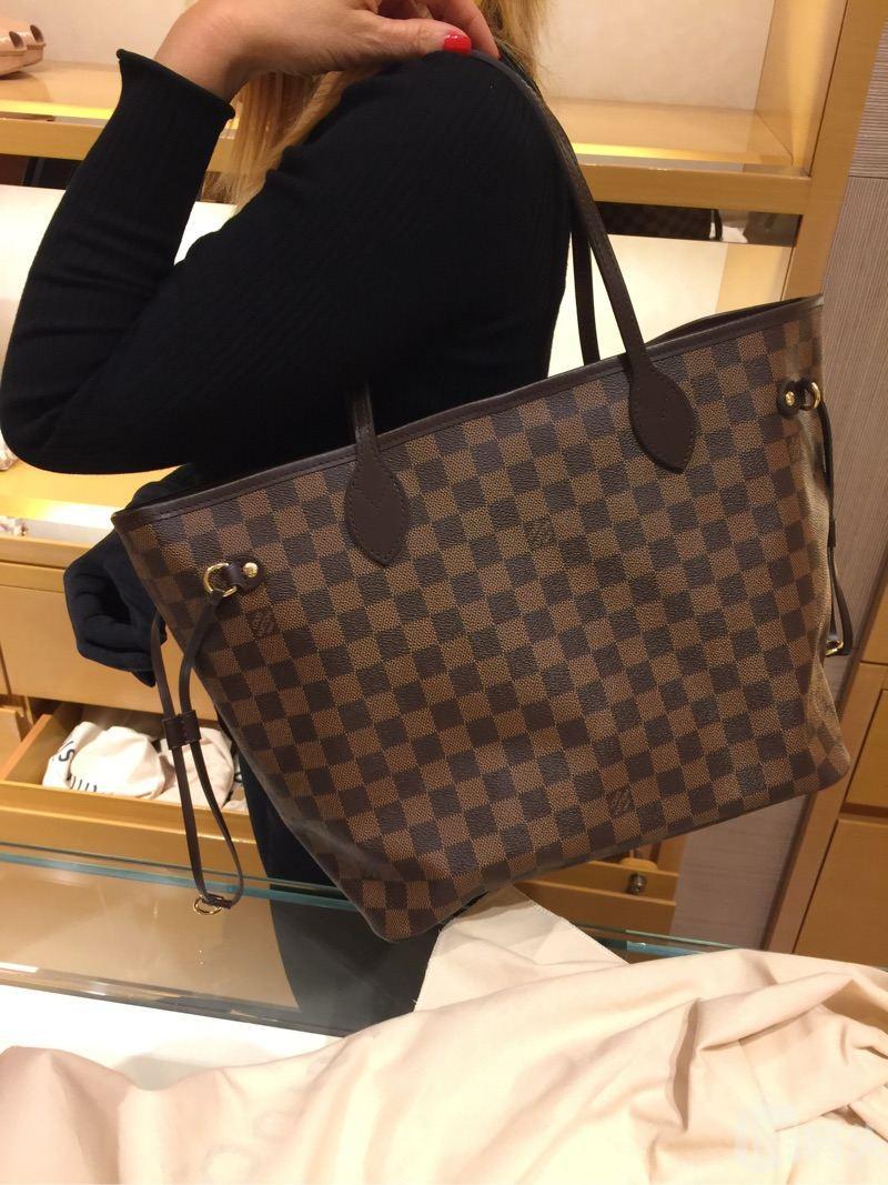 LV路易威登neverfull MM中号购物袋,两种背法,送一个小包