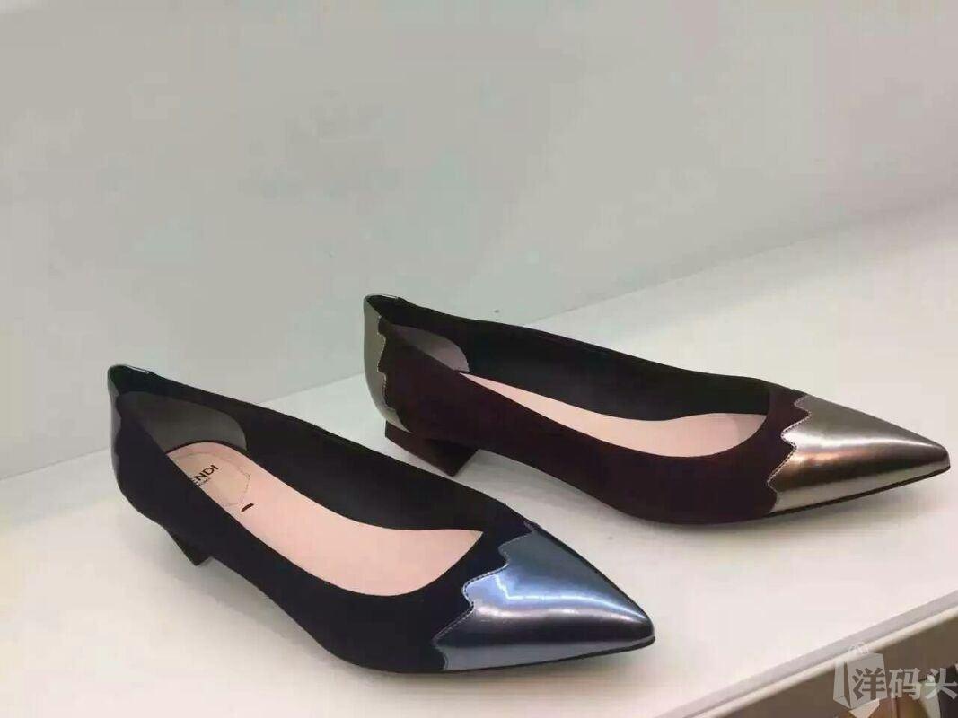 😍FENDI芬迪 特卖会😍 女款尖头鞋 黑色 酒红