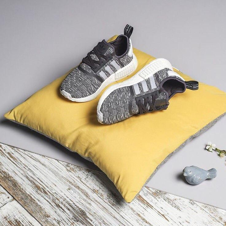 separation shoes 76e80 fbec8 Adidas NMD R1 BY3035 石墨黑配色女士跑鞋正常尺码_西班牙-洋码头