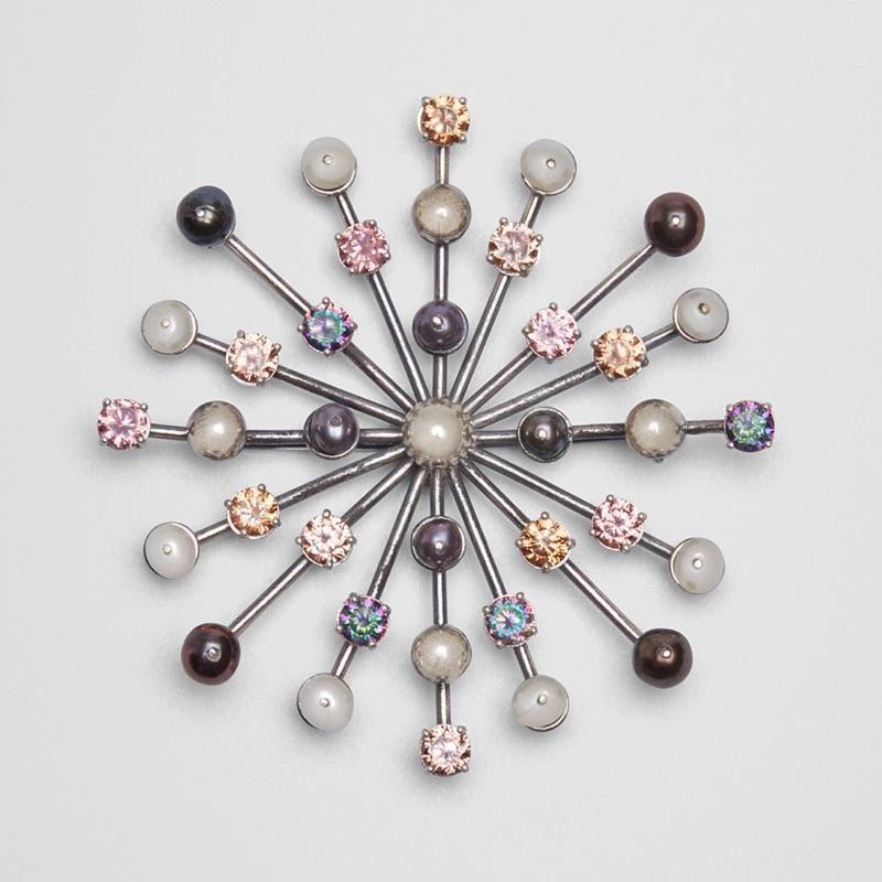 BOTTEGA VENETA 女士 方晶锆石、珍珠、氧化银色胸针