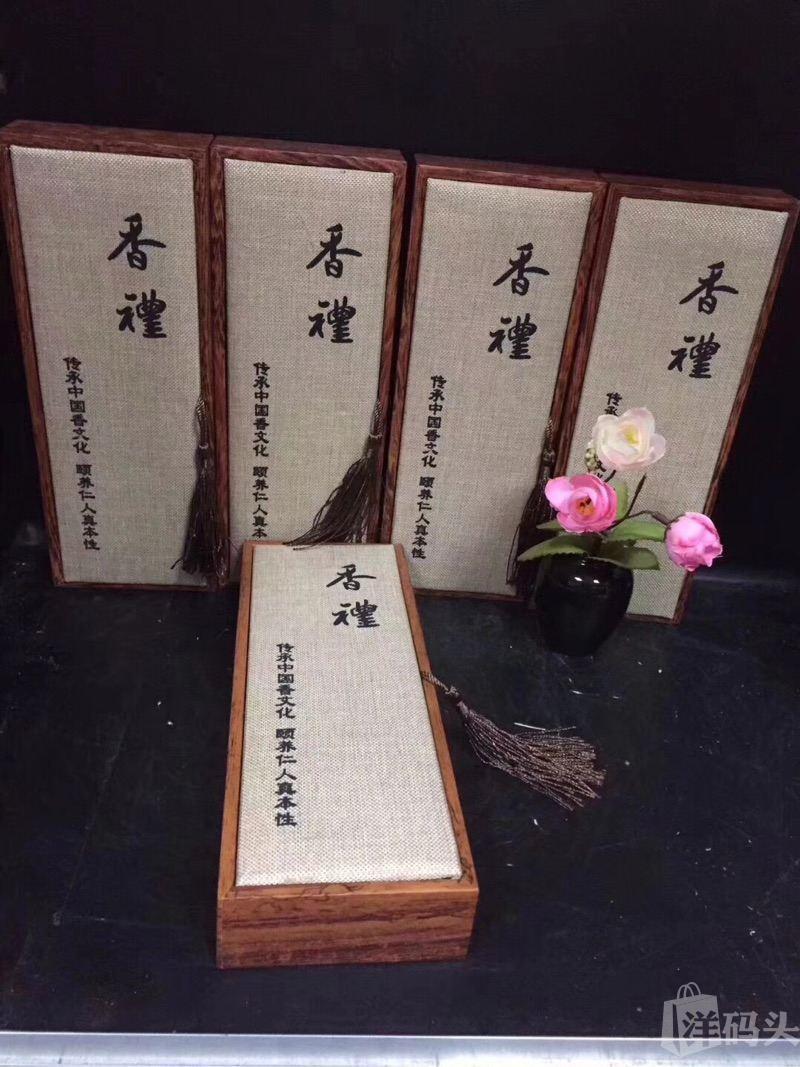 ,沉香烟丝,烟民之友,5瓶礼盒装,3g装,每盒配烟 马来西亚