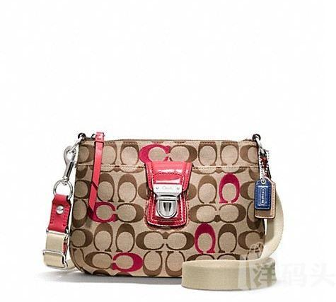 蔻驰 POPPY EMBROIDERED SIGNATURE SWINGPACK_STYLE  F48425