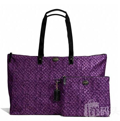 蔻驰 GETAWAY SNAKE PRINT LARGE PACKABLE WEEKENDER_F77445